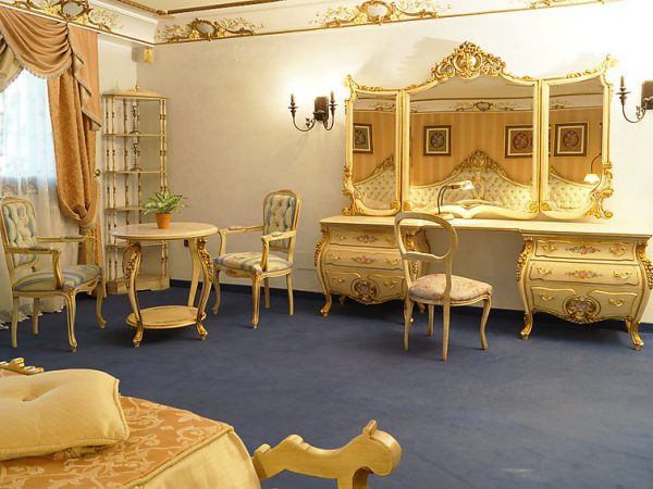 SALON SUITE